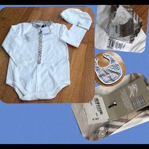 Burberry White/plaid onesie, hat & bib